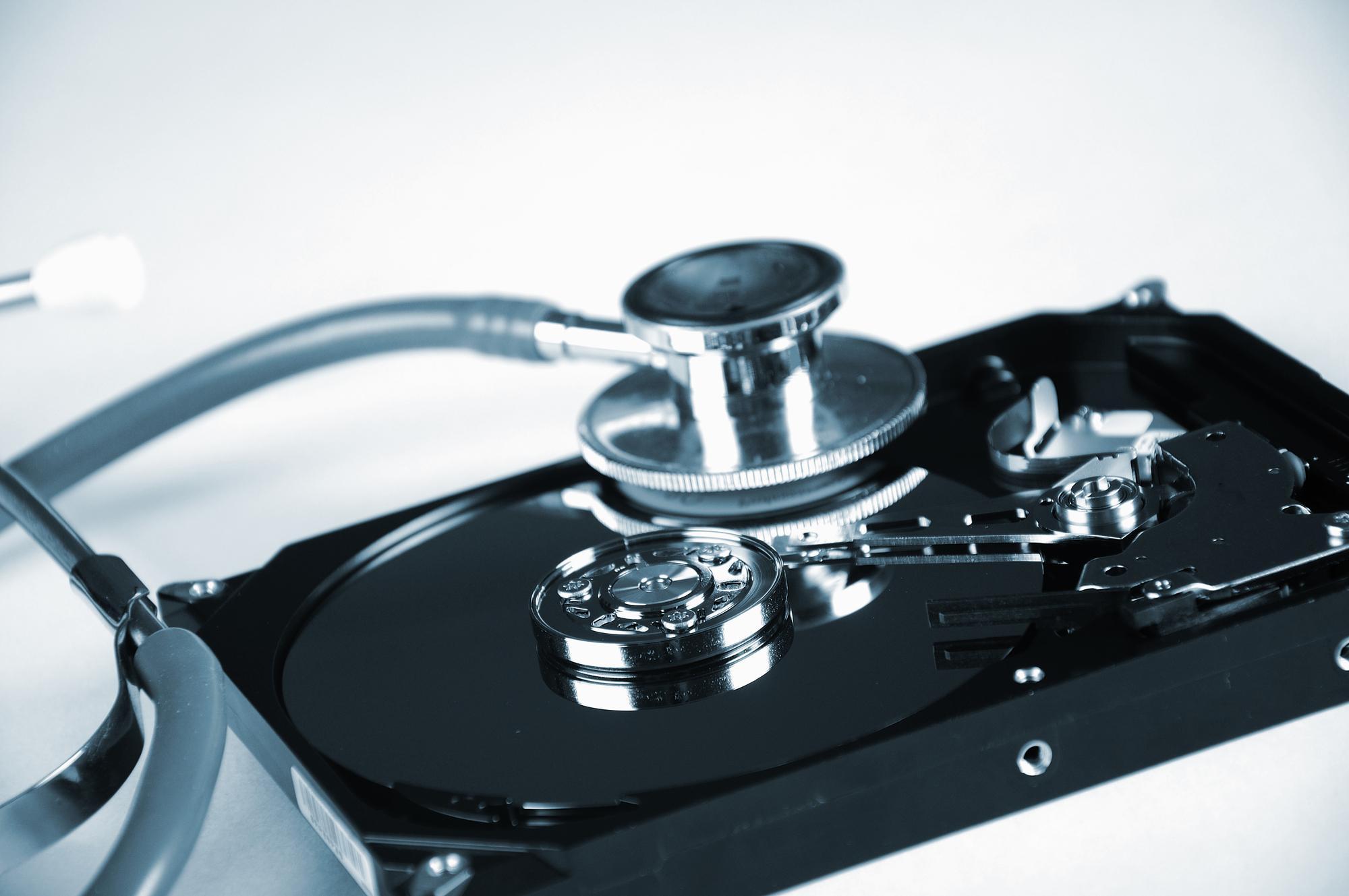Odzyskiwanie danych z z uszkodzonego dysku SSD darmowe programy a praca fachowca.